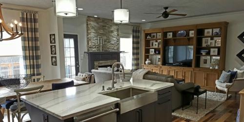 kitchen-familyroom2